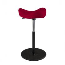 Move med rødt sæde og sort stel.